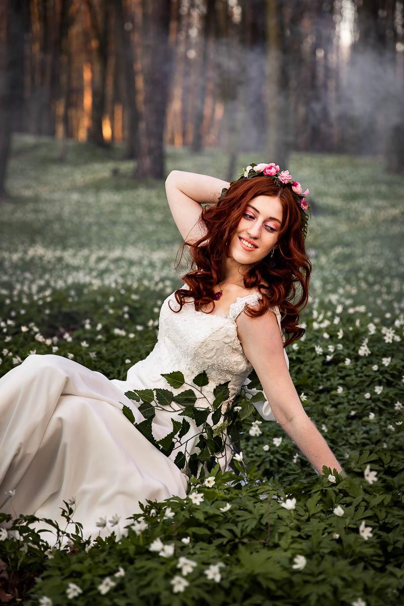 Kiedy zaczyna się wiosna pyta Pani Wiosna przeciągając się.