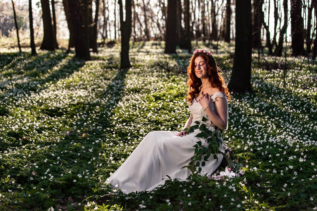 Pani Wiosna praca plastyczna pośrodku lasu wśród zawilców..