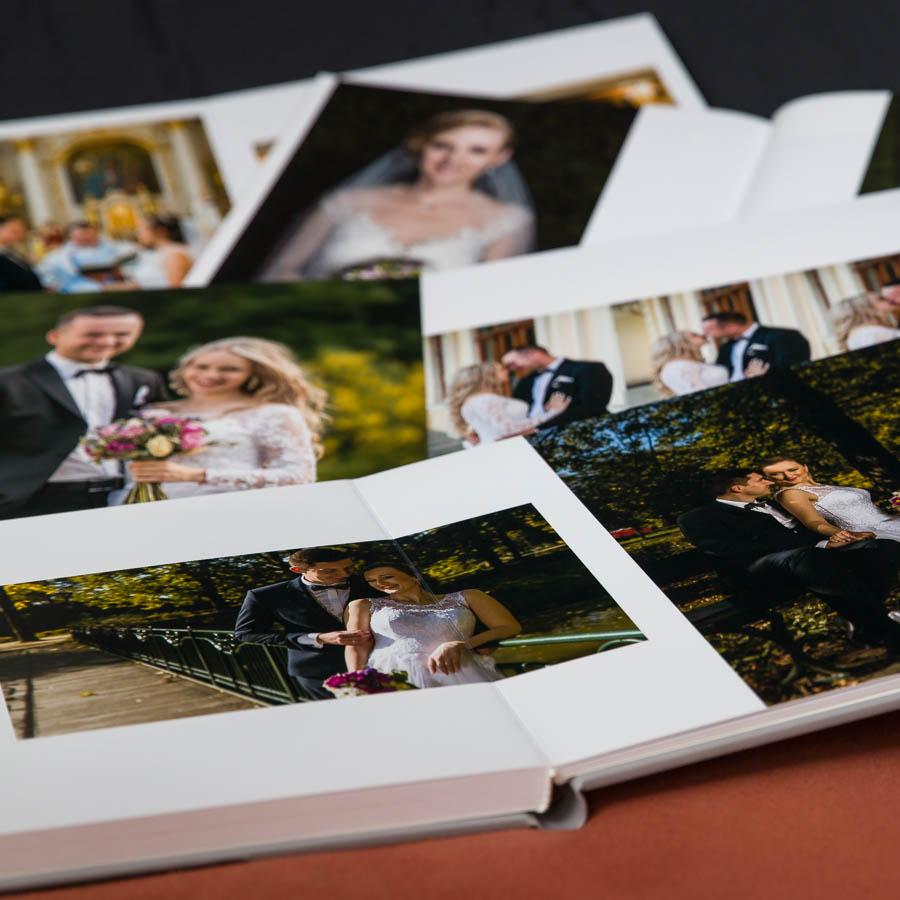 Zdjęcia ślubne w albumach
