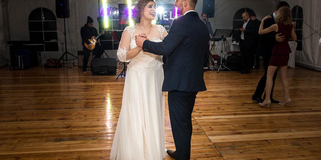 Piękny ślub i wesele pod namiotem